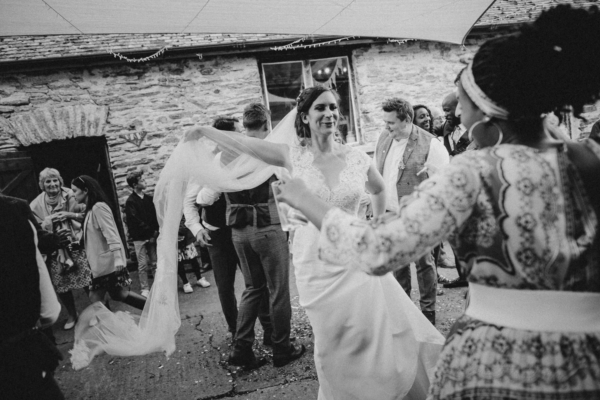 0077-DEVON-SOMERSET-WEDDING-PHOTOGRAPHER-0017-BEST-OF-2019-LOUISE-MAY-DEVON-SOMERSET-WEDDING-PHOTOGRAPHY-LM2_0287
